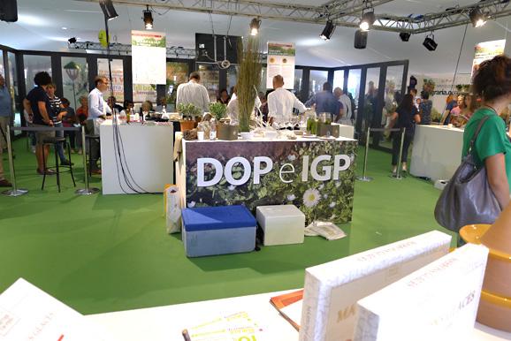 山を下りて、フィレンツェの農業祭に一角にあったDOP(保護指定原産地表示)とIGP(保護指定地域表示)のPRコーナー
